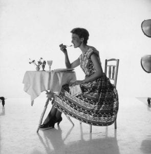 woman-dining-alone-646