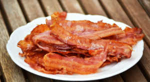 bacon_on_a_plate