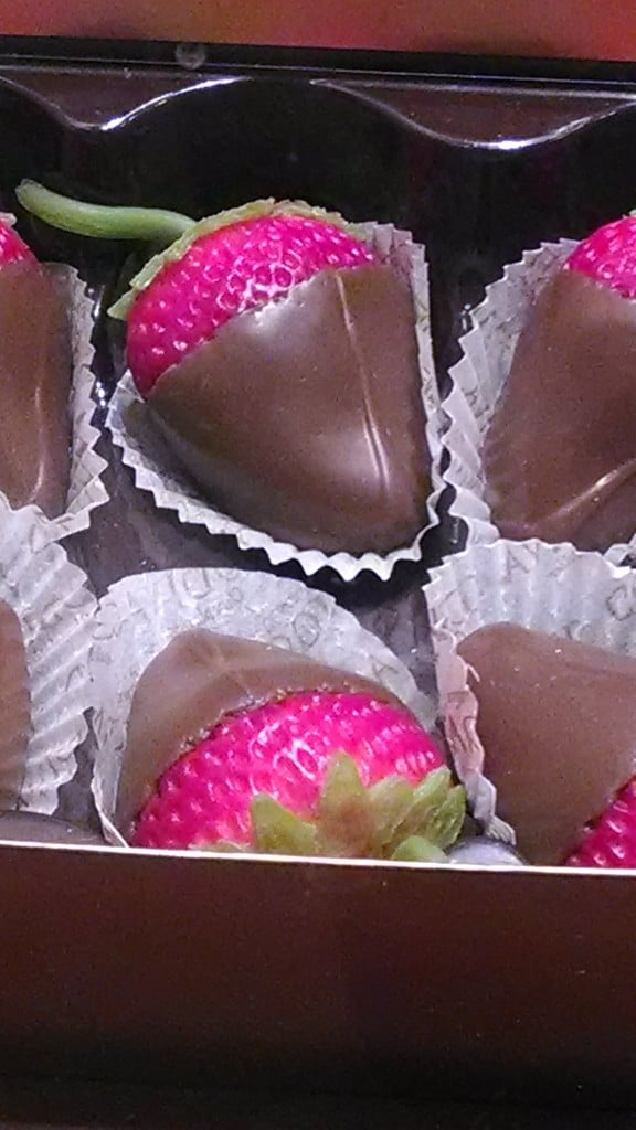 choc covered strawberries closeup - images-1