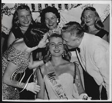 (1958)  Newly Crowned Miss America Marilyn Van Derbur